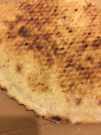 Saint-Michel-Chef-Chef, France: Le dessous de la galette, euh, de la pizza...