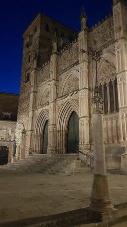Museos del Real Monasterio de Guadalupe: 20180815_220219_large.jpg
