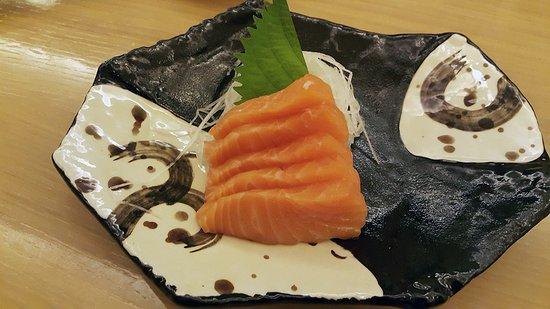 Sushi Zanmai: Salmon sashimi