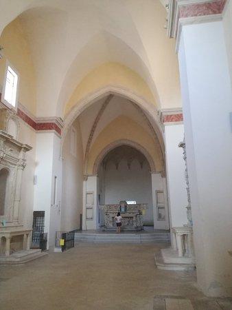 Specchia, Italien: Le suggestive immagini degli interni del convento dei francescani neri