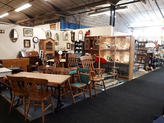 GB Antiques Centre: Furniture