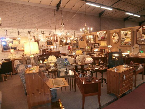 GB Antiques Centre: 100 individual dealers