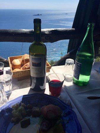 La Tagliata: Wine with a view!