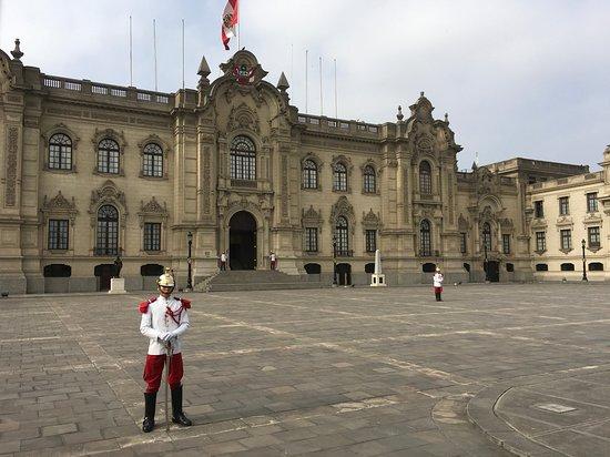 Presidential Palace (Palacio de Gobierno): Exterior view