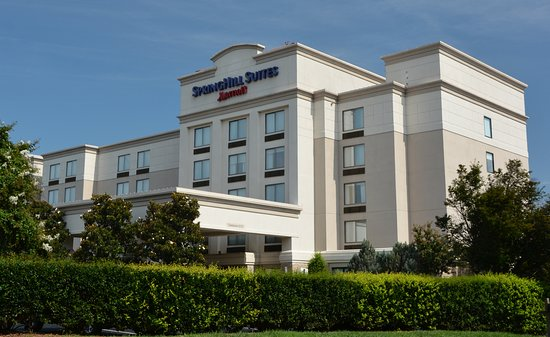 SpringHill Suites Charlotte Concord Mills/Speedway: View of the hotel on entering