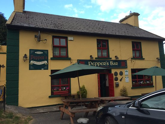 Feakle, Ирландия: Pepper's Bar and Restaurant