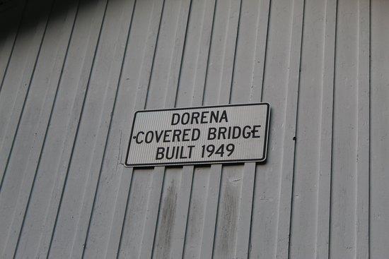 Dorena, Oregón: Every bridge has a plaque noting when it was built.