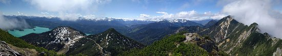 Walchensee, Tyskland: A panoramic view from Herzog Stand of the Mountains and the lake