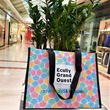 votre sac shopping offert au pôle informations sur présentation d'une preuve d'achat.