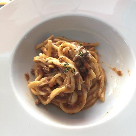 Dernice, Italie : Tagliolini al ragù di anatra