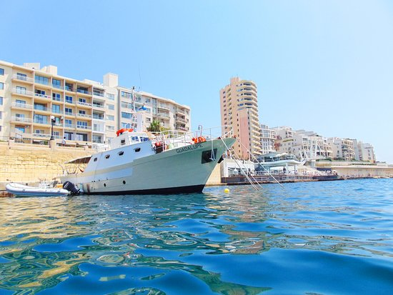Sliema, Malta: Come to visit us on Guadalupe, close to Tigne Point.