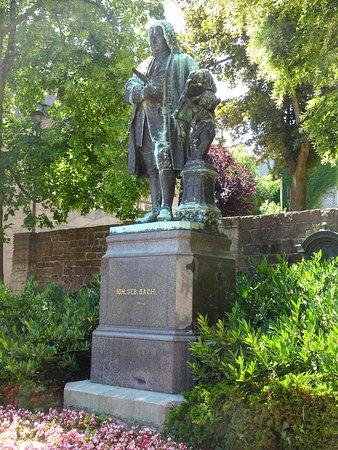 Bachhaus: Het standbeeld van Johann Sebastian Bach