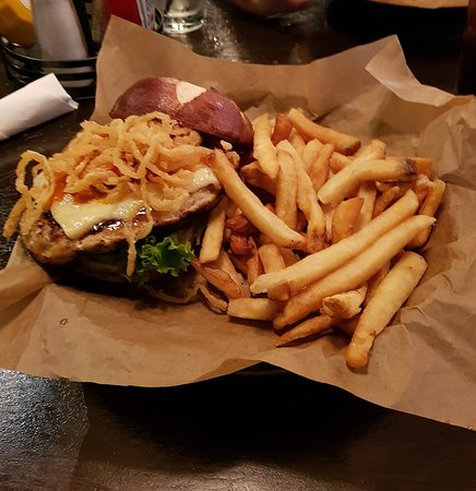 Harry Caray's Tavern on Navy Pier: Tasty burger