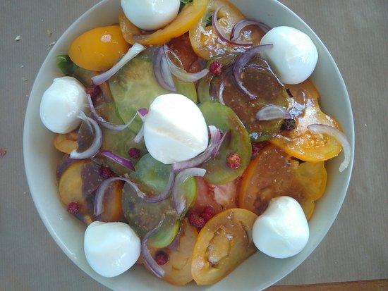 Salade avec mozzarella de Boege