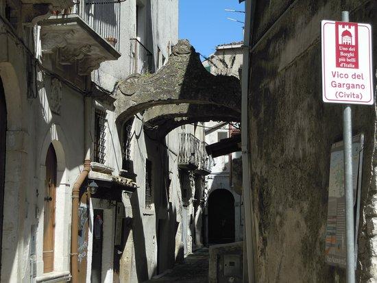 Vicolo Del Bacio: un vicolo del borgo