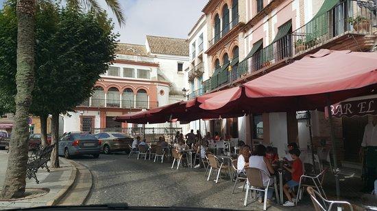 Plaza San Fernando: un po... troppo comodo per le auto