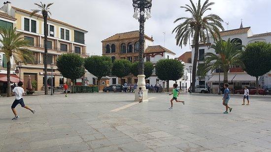 Plaza San Fernando: ragazzi che giocano