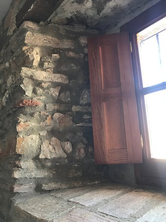 Hotel La Posada: muro de piedra de la habitación