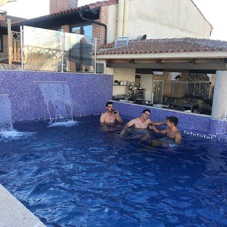 Velayos, Spanyol: Piscina