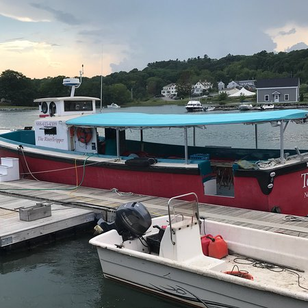 Damariscotta, ME: We had an enjoyable cruise, sampling oysters paired with wine and sake.  As we floated past oyst