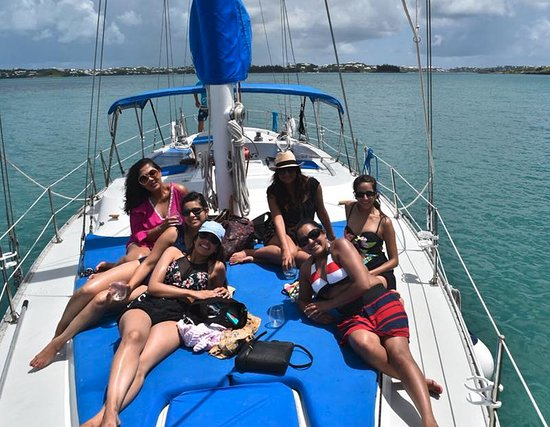 Sail Bermuda Private Charters: 6 great friends enjoying the sun!