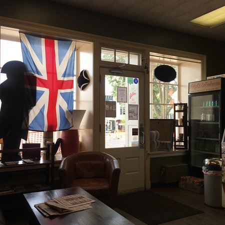 Very nice place to eat coffee or tea in the middle if the city of Ligonier.   Very good expresso