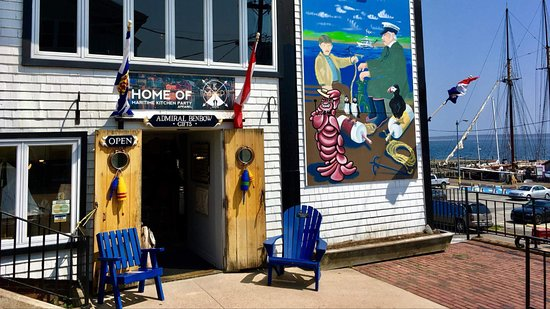 Lunenburg, Canada: Come in for a visit
