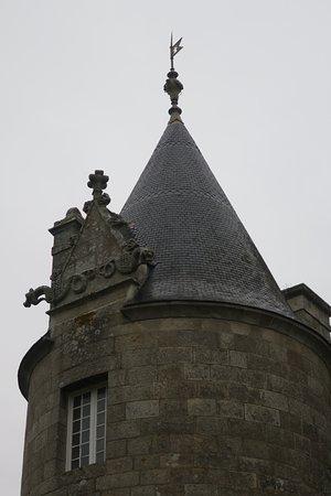 Ploubezre, France : Le château