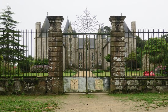 Ploubezre, France : Le portail