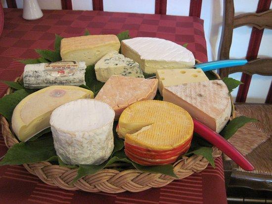 Auberive, ฝรั่งเศส: Plateau de fromages