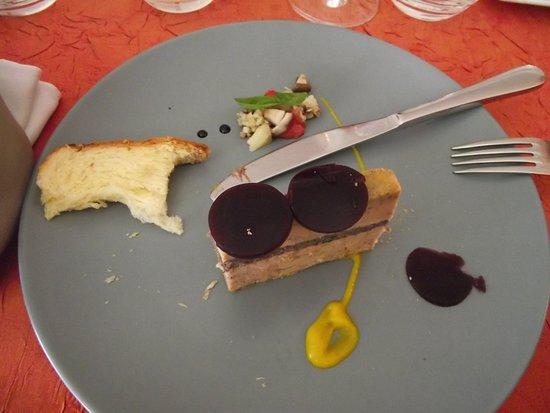 Le Cellier, France: Foie gras de canard, compressé de joue et de queue de boeuf