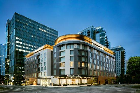 Hilton Garden Inn Seattle Bellevue Downtown 128 ̶1̶5̶7̶