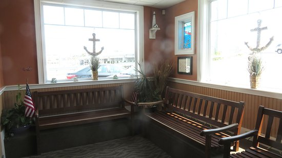 Marshfield, MA: These Benches Hint That Dinner Reservations Are Advisable