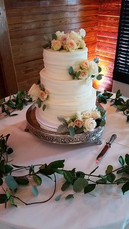 Oh Snap! Cupcakes: 3 Tier Wedding Cake with Fresh Flowers