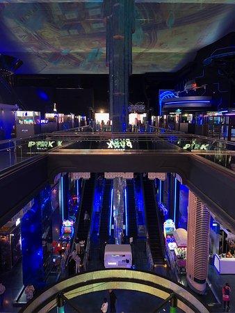 The Dubai Mall: Intérieur du parc d'attraction en réalité virtuelle ou augmentée