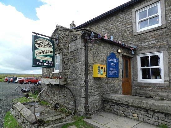 写真The World Famous Tan Hill Inn枚