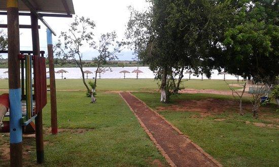 Colonia Yguazu, Paraguay: Caminho para a praia