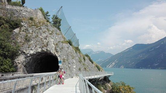 Limone sul Garda, Italien: alcuni scorci della passeggiata