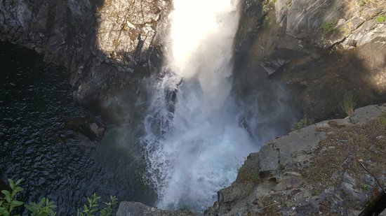 Campbell River, Kanada: Must see this awesome waterfall! Easy 1 kilometer hike, gorgeous scenery just a short drive from