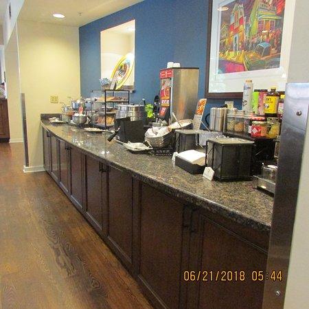 Best Western Plus St. Christopher Hotel: Breakfast Room Side One