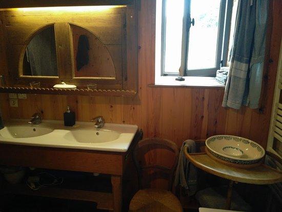 Plougonven, فرنسا: Il delizioso bagno