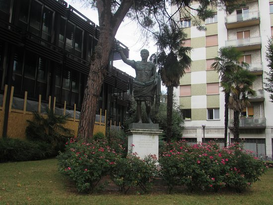 Gorizia, Italia: Statua di Cesare Ottaviano Augusto