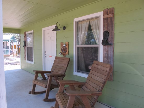 Mountain Home, TX: Front porch of the Rancher