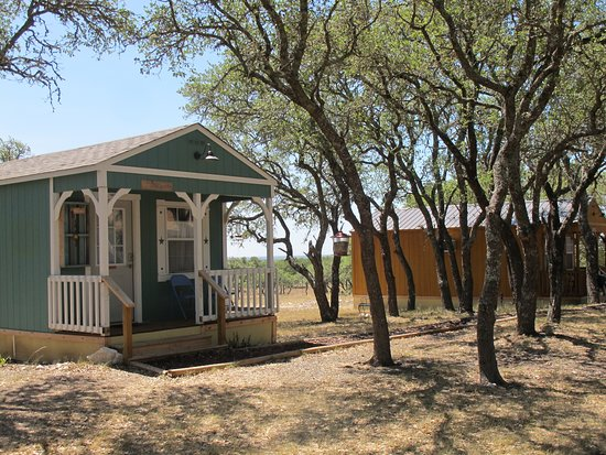 Mountain Home, TX: A couple other cabins
