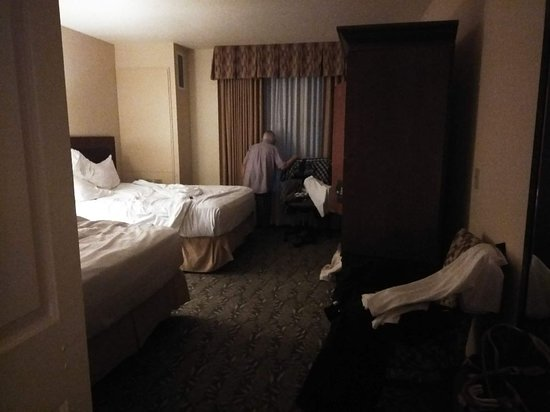 Chukchansi Gold Resort & Casino: intruder our the room 3AM - fortunately just an old man with dementia