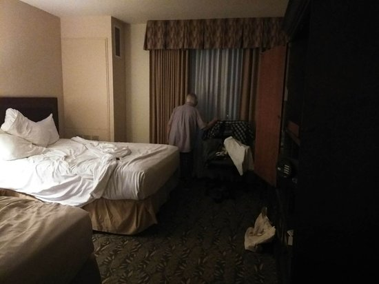 Chukchansi Gold Resort & Casino: intruder our the room at 3AM - fortunately just an old man with dementia