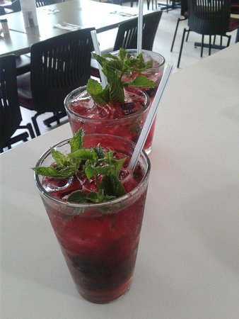Refreshing Mashed Berry Mojito