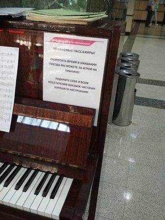 Живая Музыка на вокзале? Это Супер!!!