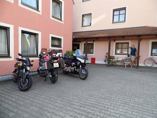 Greding, Duitsland: Innenhof zum Parken