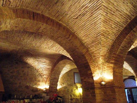 Poggio Mirteto, Italien: Interno a volta a mattoncini Ristorante Peter Pan 2